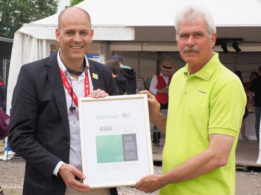 ETF Auszeichnung 499 Tonnen CO2 reduziert mit Holzrost Bodenschutzsystem Passareco